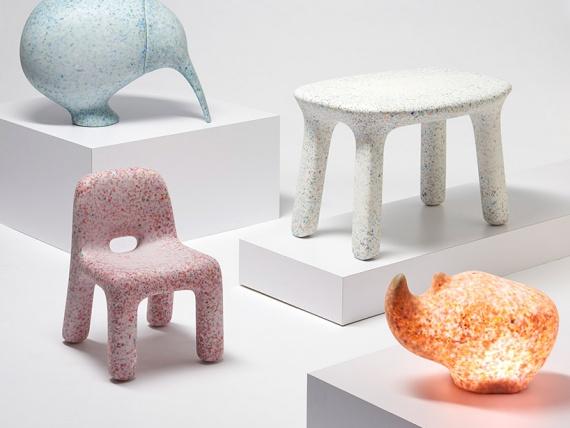 Դիզայներները ից Անտվերպենի ecoBirdy կահույք դուրս հին պլաստմասե խաղալիքներ
