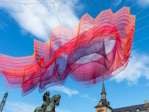 Նկարիչ Ժանեթ ESHELMAN «նկարել» sky նկատմամբ Մադրիդի
