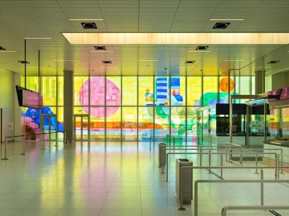Александр Товборг украсил аэропорт Копенгагена инсталляцией из цветного стекла