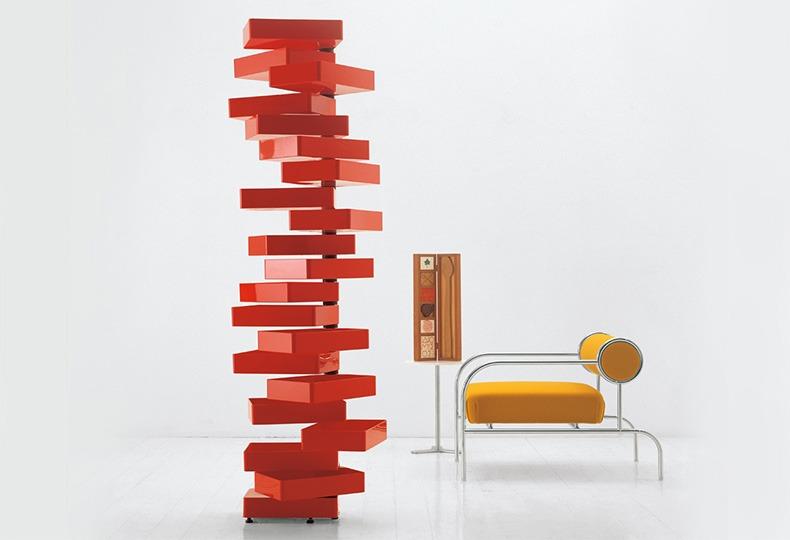 Комод с 20 выдвижными ящиками Revolving (1970) и кресло (1982) для Cappellini