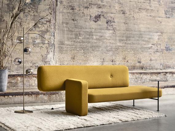 Дизайнер и архитектор Сантьяго Баутиста сделал ассиметричный диван
