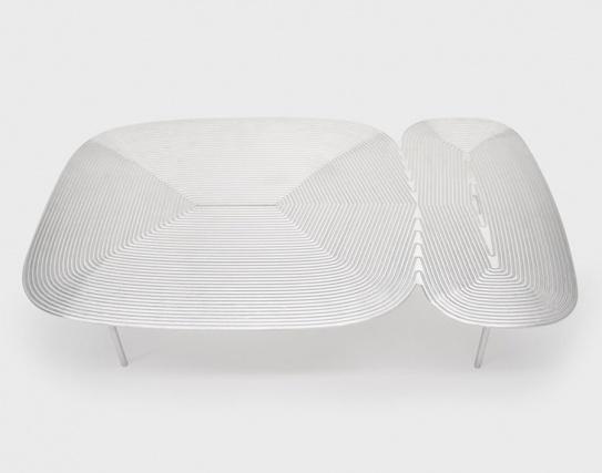 Дизайнер Алекс Брокамп представил коллекцию столов из алюминия