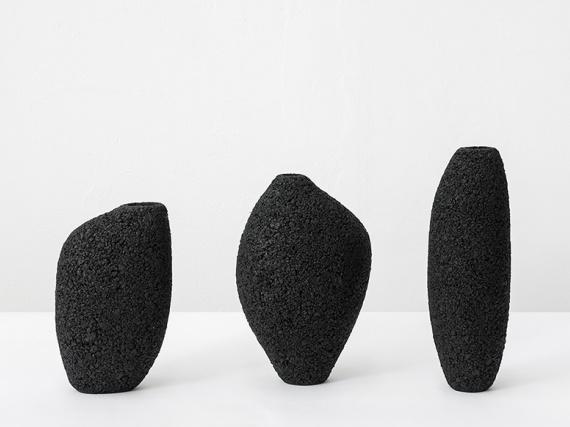 Дизайнер Доминго Тотора сделал вазы из картона