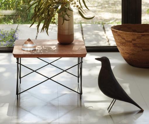 Herman Miller и Vitra выпустили лимитированную серию столиков по дизайну Чарльза и Рэй Имзов