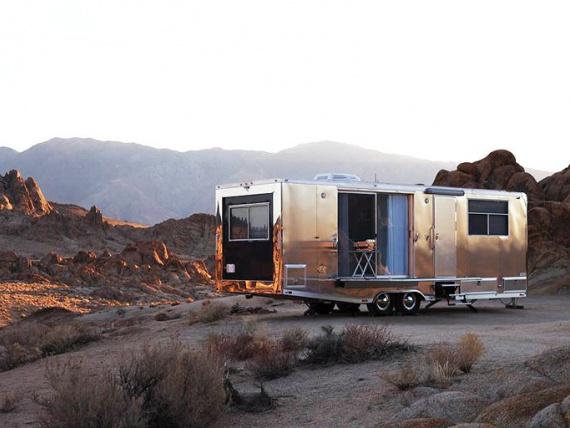 Дом на колесах с интерьером люксовых апартаментов от Living Vehicle