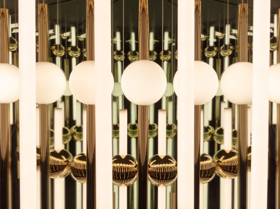 Британский дизайнер Ли Брум создал большой калейдоскоп из света и зеркал