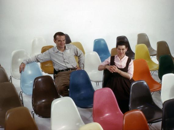 Vitra воссоздала стул Чарльза и Рэй Имзов из стекловолокна