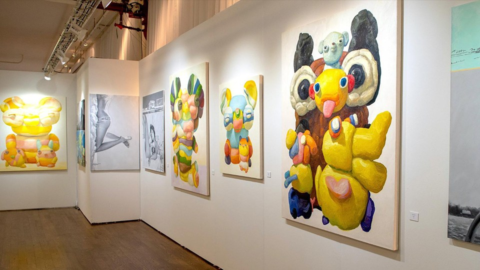 KAWS на стенде ASKERI GALLERY на Scope New York