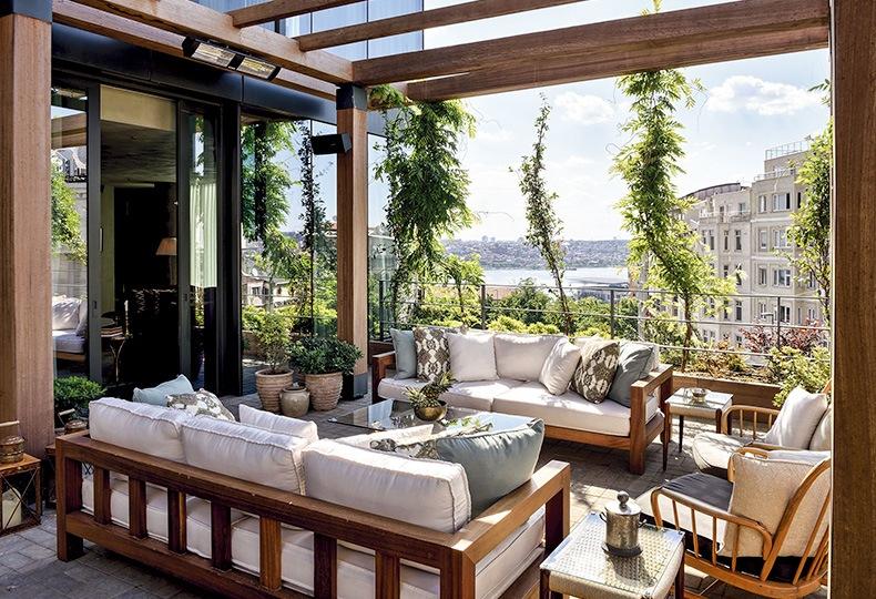 Терраса в квартире в многоквартирном доме в центре Стамбула Soho House Istanbul
