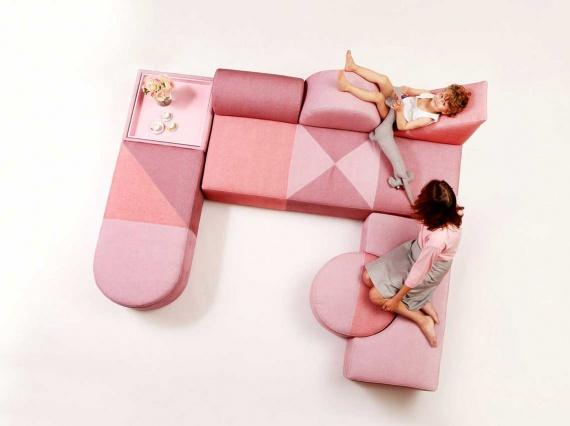 Сарит Шани Хей создала розовую коллекцию мебели в честь 100-летия Баухауса