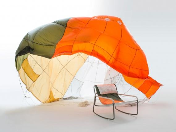 Бенджамин Хьюберт и Raeburn создали коллекцию мебели из переработанных парашютов