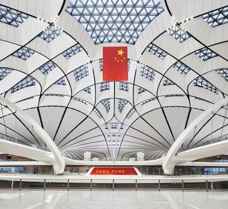 Zaha Hadid Architects завершили строительство терминала в виде морской звезды в аэропорту Пекин Дасин
