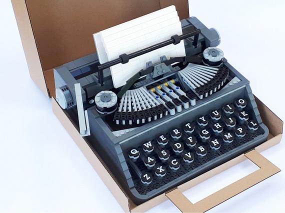 Стив Гиннесс сделал из кубиков LEGO печатную машинку в натуральную величину