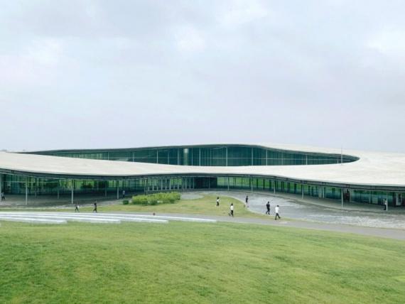 В Китае открылся музей искусств по проекту японского архитектора Рюэ Нисидзавы