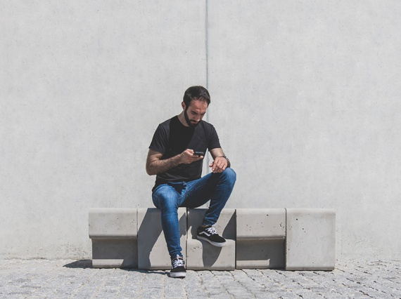812 Creative Design создали скамью из бетона, песка и промышленных отходов