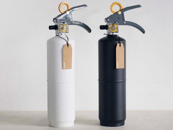 + Maffs выпустили лаконичные огнетушители в белом и черном цветах