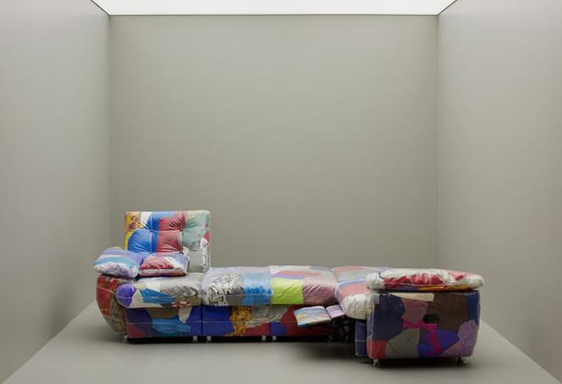 Прозрачный диван из вещей Balenciaga