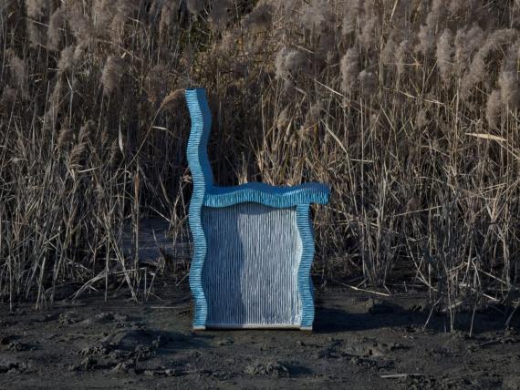 Чихо Чеонсоздает мебель из гофрокартона