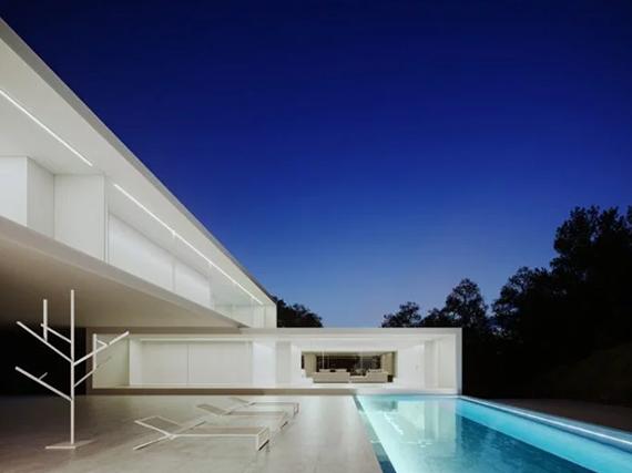 Два монолитных дома в одном от Fran Silvestre Arquitectos