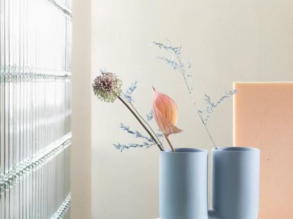 Muuto представили модульную лампу и скульптурную вазу от Earnest Studio