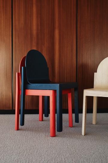 Stine Aas разработал деревянный стул Cleo для Dims