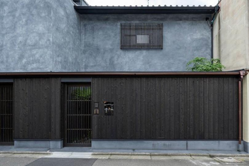 Архитекторы KINO превратили два таунхауса в Киото Мачии в отель Sumihotaru