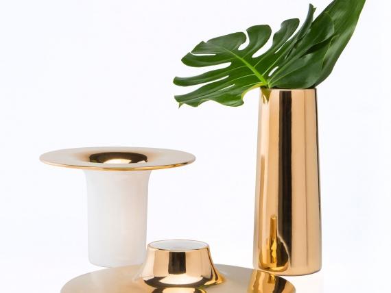 Дизайнеры Esrawe Studio выпустили серию ваз, которые «выворачиваются наизнанку»