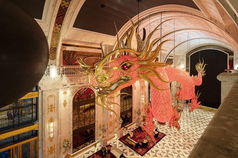 LASVIT создала хрустальную скульптуру летящих драконов