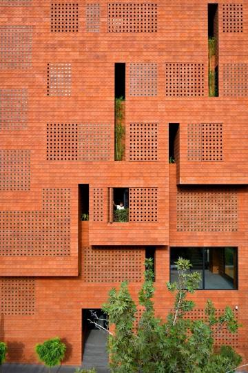 Hooba Design Group оформили штаб квартиру Kohan Ceram полупрозрачным кирпичом