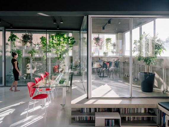 Արդյունաբերական շենք է Մադրիդում վերածվում է տարածության transformable կահույքով