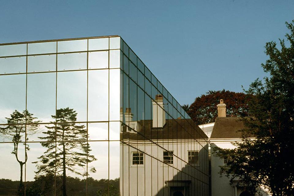 объединила стеклянный замок фото очень